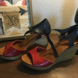 Madewell 1937 wedges red and black